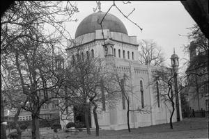 MOSQUES IN GREAT BRITAIN: ISLAMIC ARCHITECTURE IN THE UK, c 1945