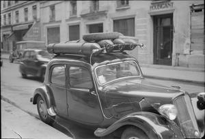 PARISIAN TRAFFIC, SPRING 1945: EVERYDAY LIFE IN PARIS, FRANCE, 1945