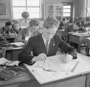 TECHNICAL SCHOOL: TRAINING AT TOTTENHAM POLYTECHNIC, MIDDLESEX, ENGLAND, UK, 1944