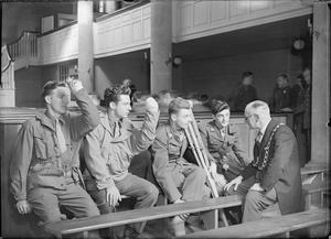AMERICAN SOLDIERS VISIT WESLEY'S CHAPEL, BRISTOL, GLOUCESTERSHIRE, ENGLAND, UK, 12 APRIL 1945