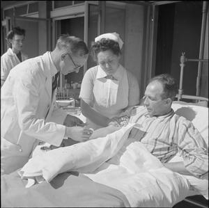 SANATORIUM NURSING: EVERYDAY LIFE AT BROOMFIELD SANATORIUM, CHELMSFORD, ESSEX, ENGLAND, 1945