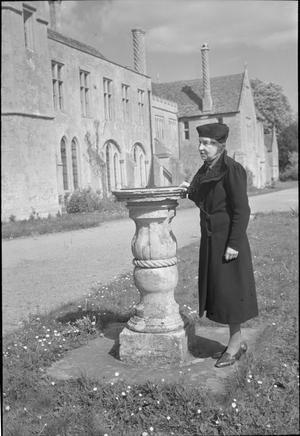 WILTSHIRE VILLAGE: EVERYDAY LIFE IN LACOCK, WILTSHIRE, ENGLAND, UK, 1945