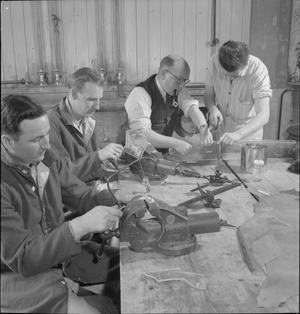 BRITISH PROVIDE HANDICRAFTS FOR AMERICAN CONVALESCENTS: RECREATION FOR WOUNDED TROOPS AT 159TH US GENERAL HOSPITAL, YEOVIL, SOMERSET, ENGLAND, UK, 1945