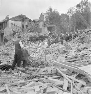 FLYING BOMB: V1 BOMB DAMAGE IN LONDON, ENGLAND, UK, 1944