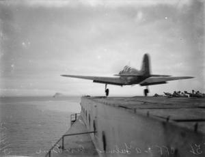 BOOSTER GEAR IN ACTION ON BOARD HMS VICTORIOUS. 3 AND 4 FEBRUARY 1942, ON BOARD THE AIRCRAFT CARRIER, AT HVALFJORD, ICELAND.