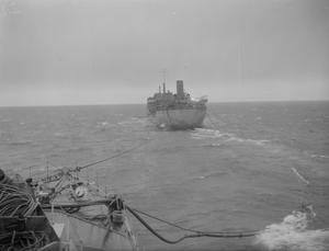 OILING AT SEA TRIALS WITH NEW TYPE RUBBER HOSE (FLOATING). 1942, ON BOARD THE DESTROYER HMS KEPPEL IN TRIALS WITH RFA EAGLESDALE, OFF LONDONDERRY.