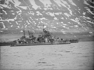 HMS KING GEORGE V AFTER COLLISION WITH HMS PUNJABI. 3 MAY 1942, ON BOARD THE DESTROYER HMS WHEATLAND, SEIDESFJORD, ICELAND. HMS KING GEORGE V AFTER COLLIDING WITH HMS PUNJABI IN DENSE FOG ON 1 MAY 1942. PUNJABI WAS CUT IN HALF AND LOST, AND KING GEORGE V WAS TAKEN FOR REPAIR TO GLADSTONE DOCK, LIVERPOOL.