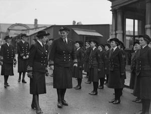 DIRECTOR OF WRNS VISITS AND INSPECTS WRNS AT THE ROYAL NAVAL BARRACKS, DEVONPORT.