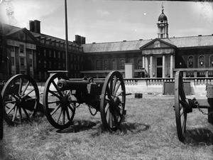 ROYAL HOSPITAL CHELSEA: EVERYDAY LIFE WITH THE CHELSEA PENSIONERS, LONDON, ENGLAND, UK, 1945