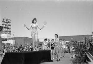 HOLIDAY CAMP GETS GOING AGAIN: EVERYDAY LIFE AT A BUTLIN'S HOLIDAY CAMP, FILEY, YORKSHIRE, ENGLAND, UK, 1945
