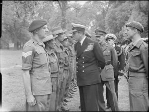 LORD LOUIS MOUNTBATTEN VISITS MALAYAN CONTINGENT, KENSINGTON GARDENS, LONDON, ENGLAND, UK, 1946