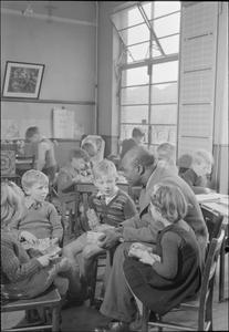 COLONIAL STUDENTS IN GREAT BRITAIN: STUDENTS AT UNIVERSITY OF LONDON INSTITUTE OF EDUCATION, LONDON, ENGLAND, UK, 1946