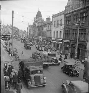 A PICTURE OF A SOUTHERN TOWN: LIFE IN WARTIME READING, BERKSHIRE, ENGLAND, UK, 1945