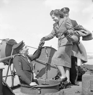 MUNITIONS GIRLS MEET THE MEN WHO FIRE THEIR SHELLS: MINISTRY OF SUPPLY WORKERS VISIT A DESTROYER, UK