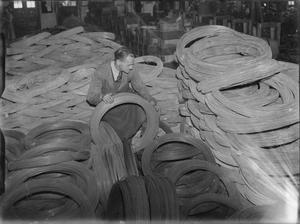 PRODUCTION OF SPLIT PINS IN WARTIME, UK, 1941