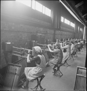 BARREL SETTING AT A SMALL ARMS FACTORY, UK, 1941