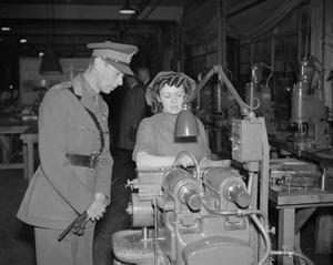 A ROYAL VISIT TO THE LEYLAND FACTORY, ENGLAND, UK, 1941