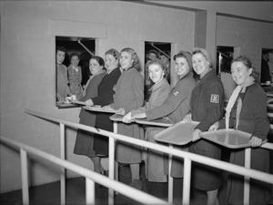 WORKERS' WELFARE AT A ROYAL ORDNANCE FACTORY, UK, 1941