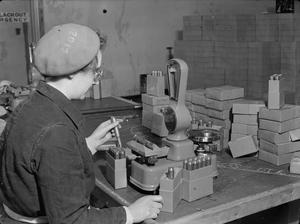 WAR INDUSTRY, UK, c 1942