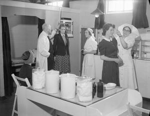 WAR INDUSTRY: WELFARE IN A ROYAL ORDNANCE FACTORY, UK, 1941