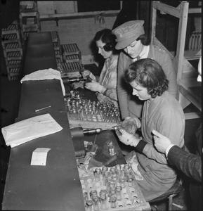 WAR INDUSTRY: THE PRODUCTION OF HYPODERMIC SYRINGES, UK, 1942