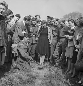 WAR INDUSTRY: PRODUCTION OF MINE DETECTORS, UK, 1943