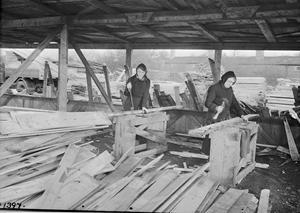 WAR INDUSTRY: SALVAGED TIMBER, UK, 1943