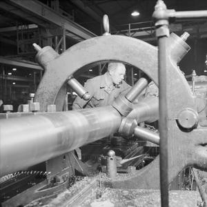 WAR INDUSTRY: THE PRODUCTION OF A 17-POUNDER ANTI-TANK GUN, UK, 1943