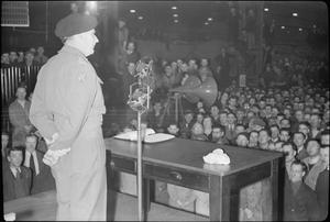 GENERAL MONTGOMERY VISITS A FACTORY, UK, 1943