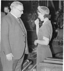 ERNEST BEVIN VISITS NO 11 ROYAL ORDNANCE FACTORY, NEWPORT, MONMOUTHSHIRE, WALES, UK, c 1943