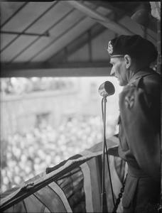 GENERAL MONTGOMERY VISITS A FACTORY, UK, c 1943