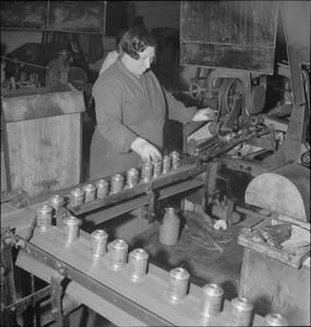 WAR INDUSTRY: THE PRODUCTION OF SMOKE BOMBS, UK, c 1944