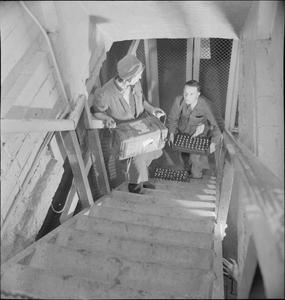 WAR INDUSTRY: EVERYDAY LIFE AT AN UNDERGROUND FACTORY, NEW BRIGHTON, CHESHIRE, ENGLAND, UK, c 1945