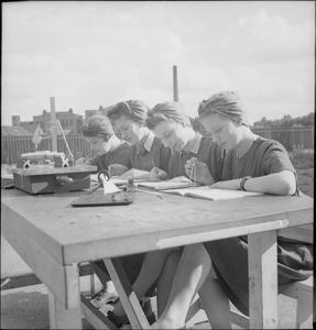 WAR INDUSTRY: WOMEN'S FACTORY TRAINING, UK, 1941