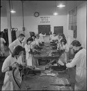 WAR INDUSTRY, UK, 1942