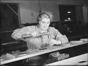 WAR INDUSTRY: HAND RIVETTING, UK, c 1942