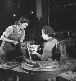 WAR INDUSTRY: TANK PRODUCTION, UK, 1942