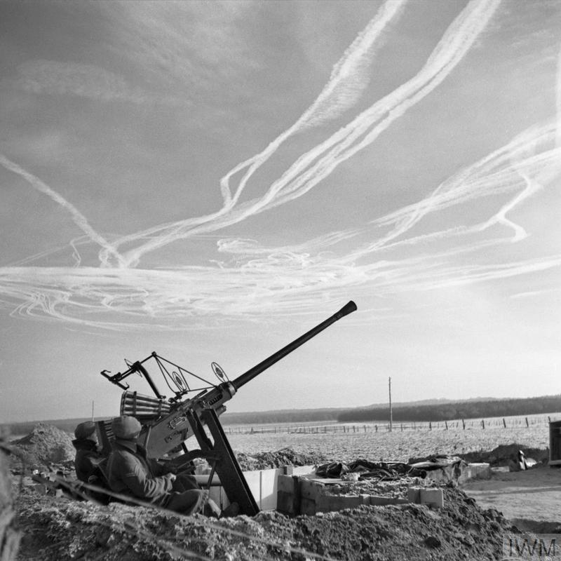 File:The Crew Of A Bofors Anti-aircraft Gun View Vapour