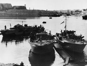 SUBMARINES  AND SUBMARINE OFFICERS. 26 AND 27 JANUARY, MALTA SUBMARINE BASE.