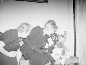 ADMIRALTY CHRISTMAS PARTY FOR ALLIED NAVAL OFFICERS' CHILDREN. ADMIRALTY HOUSE, 17 DECEMBER 1942, MRS A V ALEXANDER, THE WIFE OF THE FIRST LORD OF THE ADMIRALTY, ENTERTAINED CHILDREN OF THE ALLIED NATIONS TO A CHRISTMAS TEA-PARTY AT ADMIRALTY HOUSE. AMONG GUEST PRESENT WERE MRS WINSTON CHURCHILL, MRS ERNEST BEVIN, MADAME MAISKY, MRS DUNCAN SANDYS, MRS LEE, MRS RANDOLPH CHURCHILL, MRS ATLEE, AND MANY OTHER WELL KNOWN PERSONALITIES.