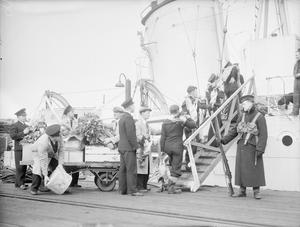 CHRISTMAS FARE GOES ABOARD A SHIP OF THE BRITISH NAVY. DECEMBER 1942, THE NAVAL BASE HARWICH.