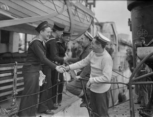 """HM SUBMARINE UMBRA HOME FROM THE MEDITERRANEAN - SHE """"TORPEDOED"""" AN ENEMY PLANE. 17 AND 18 FEBRUARY 1943, DEVONPORT, HMS UMBRA HAS RETURNED HOME AFTER MORE THAN 12 MONTHS IN SERVICE IN MEDITERRANEAN WATERS. UNDER THE COMMAND OF LIEUT S L C MAYDON, DSO, RN, ONE OF THE NAVY'S MOST SUCCESSFUL SUBMARINE SKIPPERS, THE UMBRA FOUGHT MANY DARING ACTIONS AND WROUGHT MUCH DESTRUCTION AMONG ENEMY SHIPPING. HER STRANGEST ADVENTURE OCCURRED EARLY THIS YEAR WHEN SHE TORPEDOED AN ENEMY AIRCRAFT IN MID-AIR. LIEUT MAYDON SIGHTED AN ENEMY SUPPLY SHIP BEING ESCORTED BY THREE AIRCRAFT. HE FIRED A TORPEDO AND """"ALL THAT WAS LEFT OF THE TARGET WAS A MAGNIFICENT COLUMN OF ORANGE AND WHITE SMOKE RISING TO QUITE A THOUSAND FEET"""". HE NOTICED THAT ONLY TWO OF THE THREE ENEMY AIRCRAFT WERE IN SIGHT. """"IT WAS HOPED"""", REPORTED LIEUT MAYDON, """"THAT THE THIRD MAY HAVE GONE TO GREAT HEIGHTS WHEN THE TARGET BLEW UP""""."""
