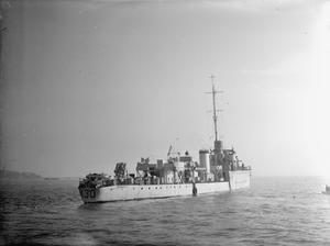 HMS KITTIWAKE, BRITISH PATROL VESSEL. 14 DECEMBER 1942, NAVAL BASE HARWICH.
