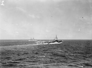 FLEET MANOEUVRES IN THE MEDITERRANEAN. 16 MARCH 1943, ON BOARD BATTLESHIP HMS RODNEY, FLEET EVASIVE MANOEUVRES IN THE MEDITERRANEAN AS SEEN FROM THE BATTLESHIP HMS RODNEY.