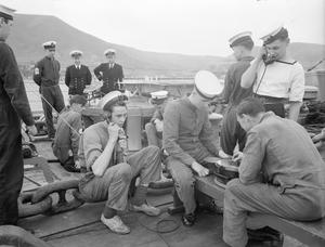 GUNNERS KEEP UP TO THE MARK ON BOARD THE BATTLESHIP RODNEY. MARCH 1943, ON BOARD HMS RODNEY.