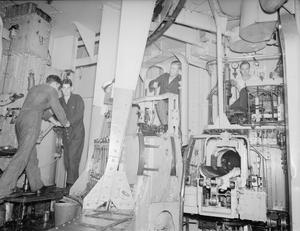 SENDING UP THE HEAVY SHELLS ON BOARD THE BATTLESHIP RODNEY. MARCH 1943, ON BOARD HMS RODNEY.