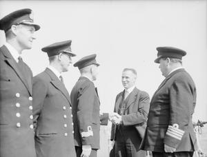 NEW ZEALANDERS IN ROYAL NAVY MEET THEIR DEFENCE MINISTER. 14 APRIL 1943, PORTSMOUTH, DURING THE VISIT TO BRITAIN, MR FRED JONES, NEW ZEALAND MINISTER FOR DEFENCE, MET SOME OF HIS FELLOW COUNTRYMEN WHO ARE SERVING WITH THE ROYAL NAVY.