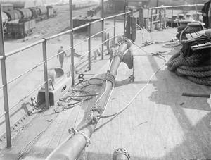 OILING AT SEA. 16 SEPTEMBER 1943, GREENOCK.