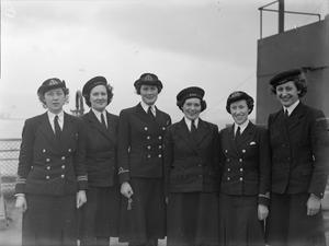 W R N S CYPHER OFFICERS AND W R N S CODERS AFLOAT ABOARD QUEEN ELIZABETH. 19 MARCH 1943, GREENOCK.