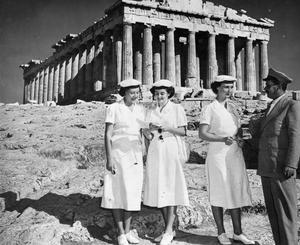 WRENS AT THE PARTHENON. 1953, ATHENS, GREECE, DURING THE NATO EXERCISE WELDFAST IN GREECE.